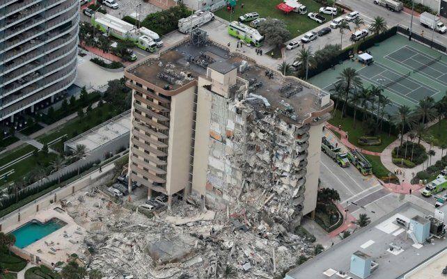 La sección que no se derrumbó será demolida con explosivos