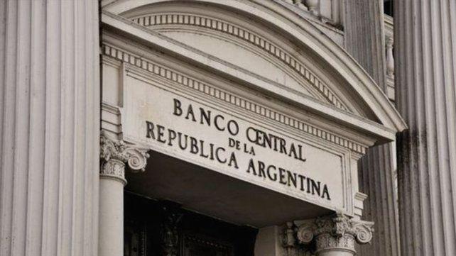 El mes en el mercado: Bolsa en leve suba y menos reservas