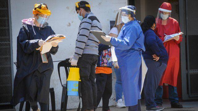Los centros de salud que sostienen la búsqueda activa de pacientes con Covid-19 también quieren vacunar.