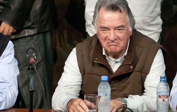 ¿Y si hace silencio? Luis Barrionuevo auguró conflictos sociales para diciembre y Capitanich lo acusó de hacer la apología de ellos.