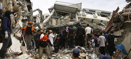 Nuevos terremotos sacuden a Indonesia y crece el numero de víctimas