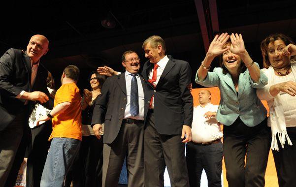 El último acto. El gobernador Bonfatti dio el presente para respaldar las aspiraciones de Cappiello y Binner.