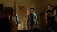 """Estamos en problemas. Diego Cremonesi (centro) encabeza el reparto de la película """"Una tumba para tres""""."""