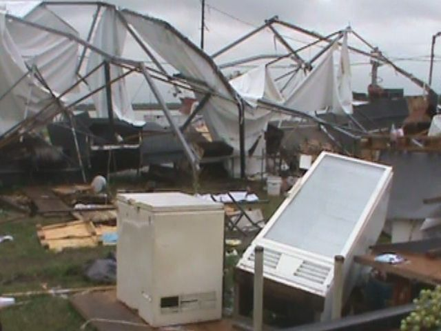 Por los graves daños que dejó la tormenta se suspendió la fiesta de Colectividades