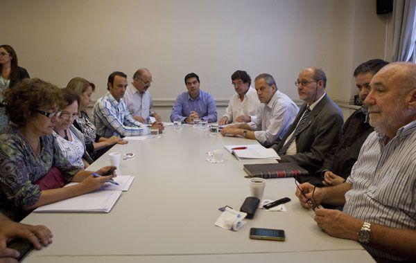 El jefe de Gabinete durante la reunión con los gremios docentes