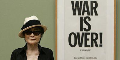 Yoko Ono cumple 75 años y se declara una bruja