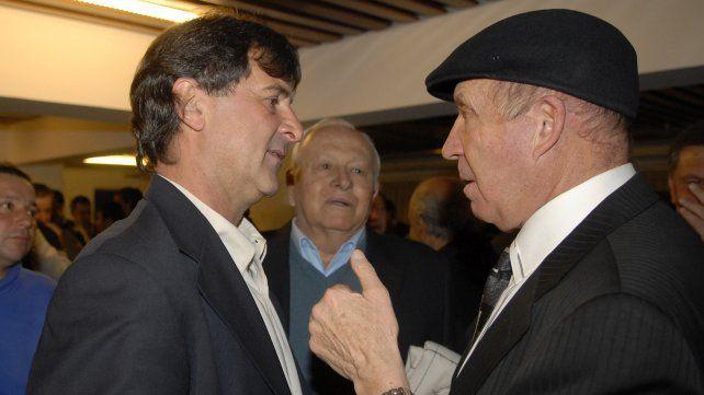 Mario Kempes, Ángel Tulio Zof y Griguol en noviembre de 2008 en un homenaje en Rosario al Matador.