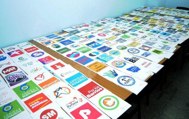 variedad. El Tribunal Electoral santafesino mandó a imprimir 429 modelos de boleta única para los candidatos a las cinco categorías en toda la provincia.