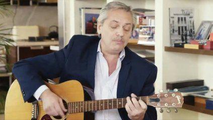 Una canción de Lito Nebbia, mal narrada, puso en problemas al presidente de la Nación.