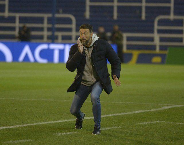 El Kily González vivió el partido con suma intensidad. El DT de Central no atraviesa un buen presente en la Liga Profesional.