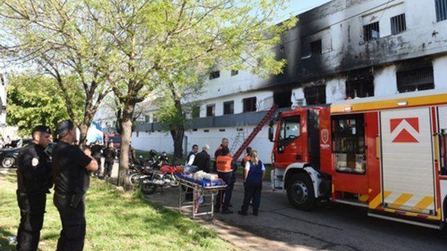 El complejo donde vivían las víctimas es el sitio donde funcionaban las oficinas de la empresa Tirsa. Tiene estrechas puertas de acceso.