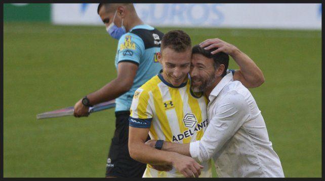 El Kily y su goleador, felices tras el triunfo.