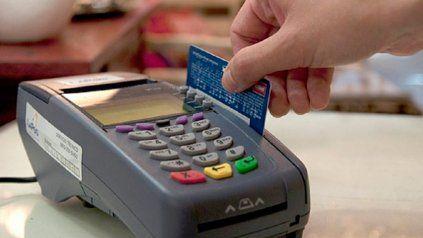 El uso de las tarjetas de débito y crédito se consolidó con la pandemia, dicen los comerciantes de Rosario.