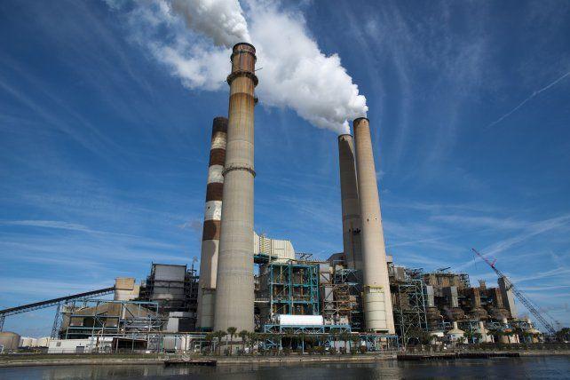 Las plantas eléctricas de bajas emisiones son la mejor carta de Biden para reducir las emisiones. El resto de la economía es mucho más difícil de abordar.