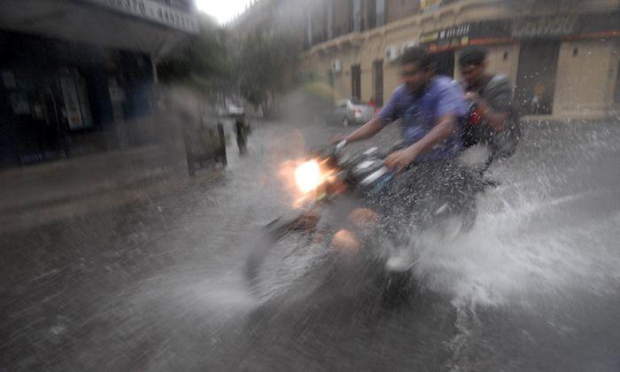 Sigue lloviendo y se mantiene vigente el alerta meteorológico