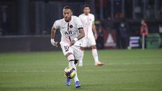 Neymar encabezó el ataque parisino ante la ausencia de Messi.