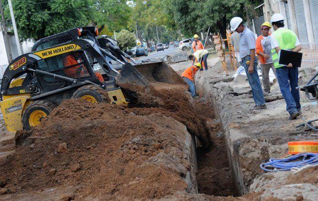 Las obras de desagües cloacales beneficiarán a unos 6.500 vecinos del barrio Belgrano Sur.