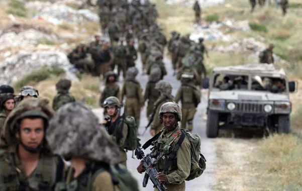 Despliegue. Tropas israelíes realizan una operación de búsqueda en las afueras de Hebrón