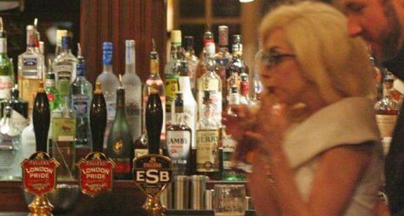 A Lady Gaga le gustan los bares con un poco de olor a pis