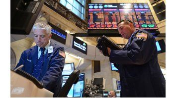La tensión que se desató en España por la crisis financiera impactó en las cotizaciones de las acciones a nivel internacional. En Estados Unidos, el Dow Jones cerró con pérdidas del 0,79%.