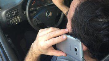 Multas. Usar el celular al volante tiene una pena de 50 a 150 unidades fijas (2.400 a 7.200 pesos).