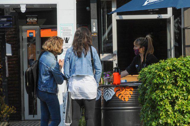 Protocolos. Los bares y restaurantes hacían un listado de clientes para darle trazabilidad a la actividad.