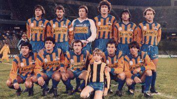 El equipo que le ganó 3-2 a Táchira en la Libertadores 1987.Parados : Cornaglia, Balbis, Lanari, Bauza, Pedernera y Di Leo. Hincados: Escudero, Hernán Díaz, Candella, Gasparini y Galloni.