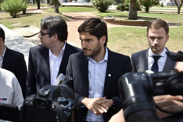 Seriedad. El ministro Pullaro ayer a la mañana al salir de la sede del Ministerio Público de la Acusación.