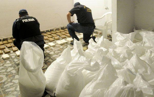 En la vivienda había 61 ladrillos de cocaína y 33 bolsas con elementos de corte para estirar la droga.