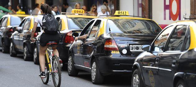 Los taxistas reclaman un aumento tarifario del 65 por ciento.