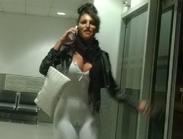 Se trata del teléfono con el cual la vedette se filmó  en la cabina del avión.