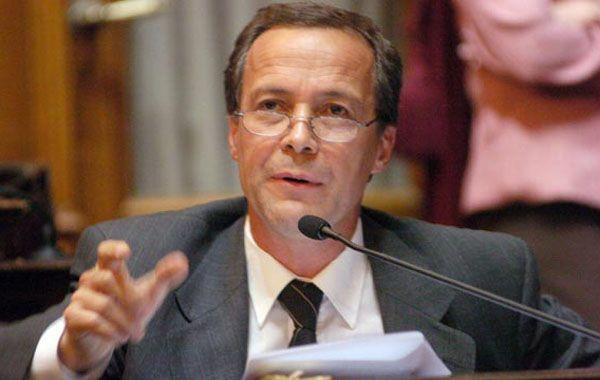 El senador socialista salió al cruce de las declaraciones del gobernador Bonfatti