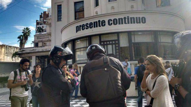Policías en acción. Hubo tensión en e Museo de la Memoria.