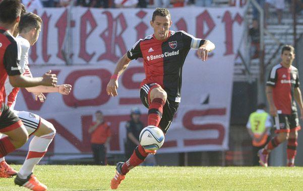 Maxi Rodríguez reapareció con su mejor versión futbolística en la goleada contra Racing.