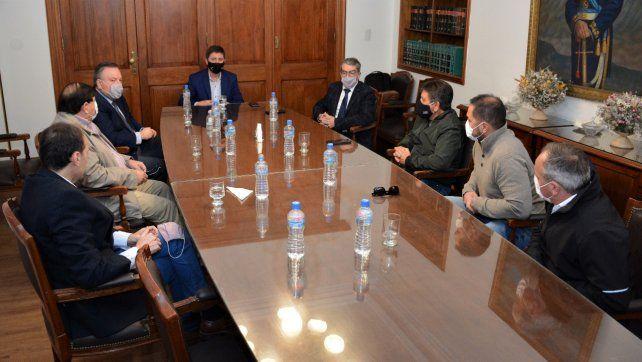 Senado. Los legisladores se reunieron con dirigentes gremiales.