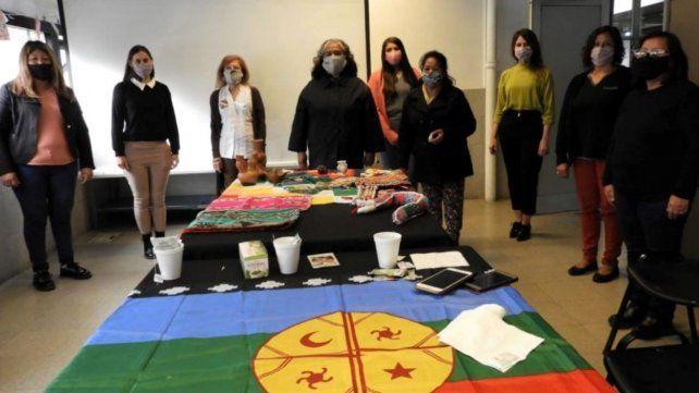 Reconocieron a cinco destacadas artesanas de los pueblos originarios que viven en Rosario
