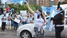 Los manifestantes celestes expresaron en el Monumento su rechazo al proyecto de ley de aborto legal, seguro y gratuito.