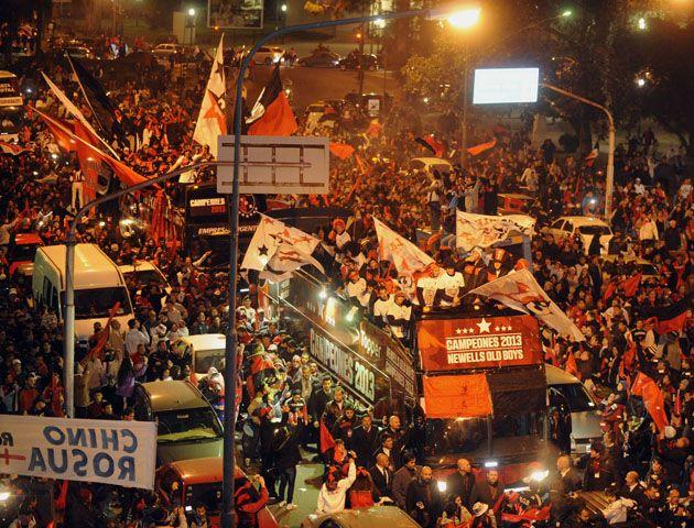 La celebración leprosa siguió hasta la madrugada del lunes. (Fotos: G. de los Rios y S. Salinas)