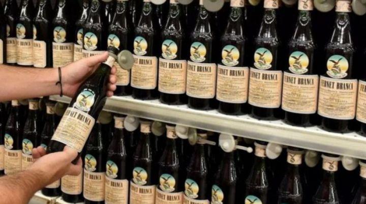 Solo coca: advierten que podrían faltar botellas de fernet en las góndolas