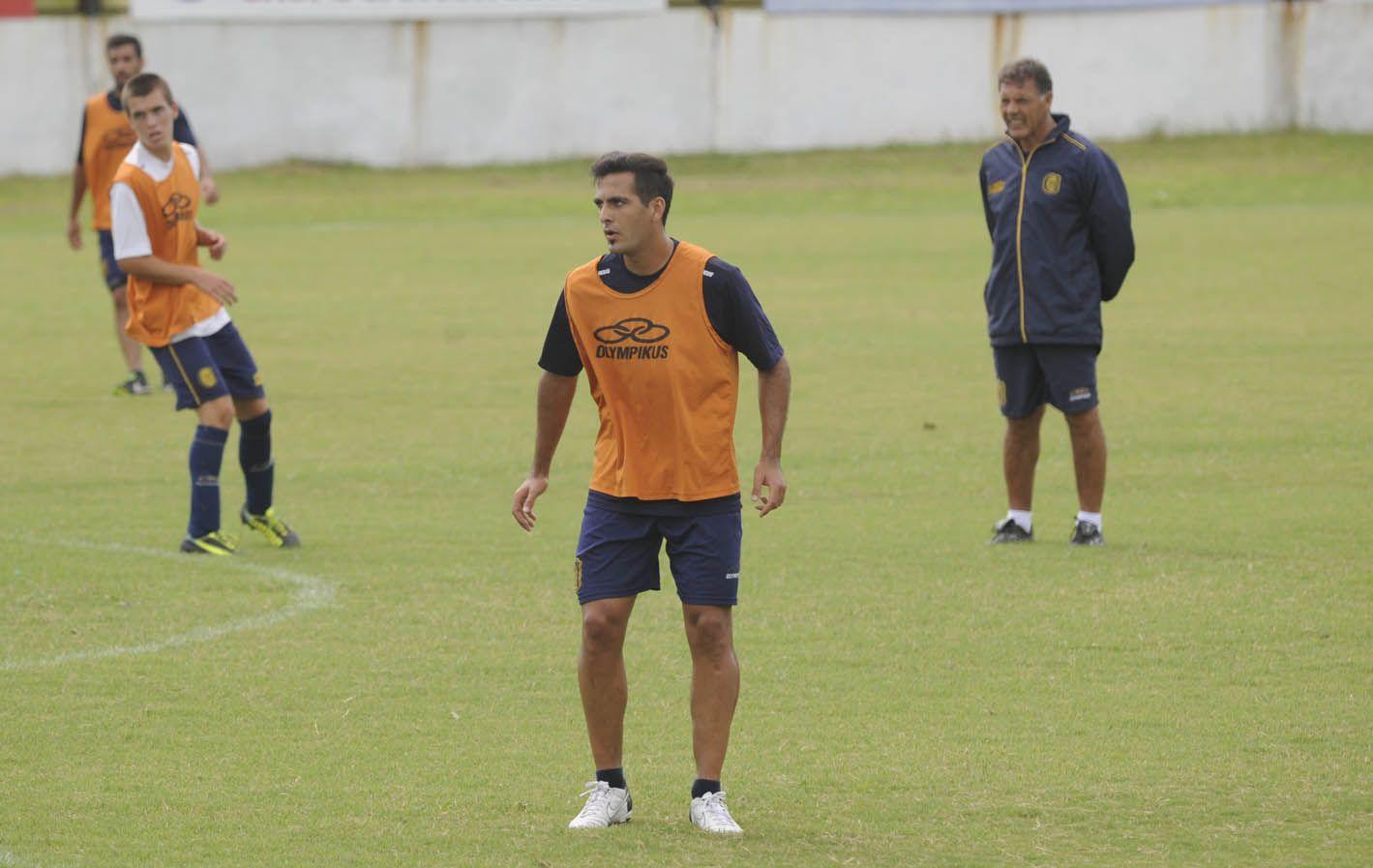 Ocupó el lugar del suspendido Nery Domínguez en el ensayo táctico que ayer ordenó el técnico Miguel Angel Russo para visitar a Lanús.