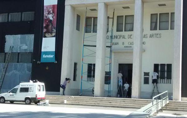 El Museo Castagñino comenzó hoy a recuperar su color original.