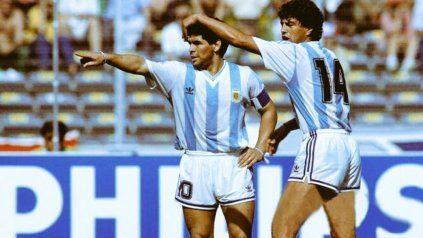 Juntos. Diego Maradona y Ricardo Giusti, una postal para el recuerdo imborrable.