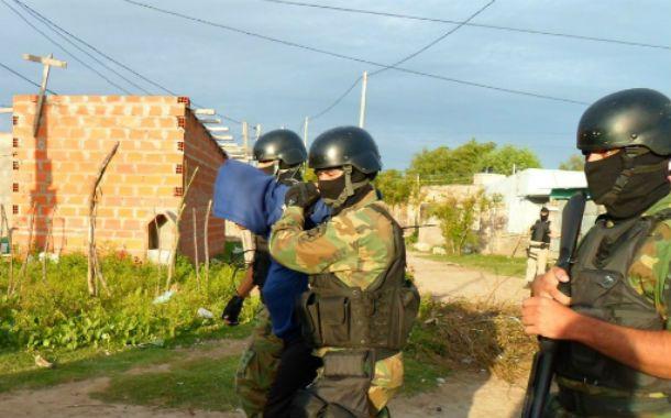 Efectivos de la Tropa de Operaciones Especiales (TOE) participaron del allanamiento. (Foto: prensa Gobernación)