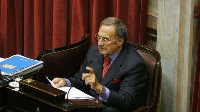El ex gobernador Reutemann continúa con pronóstico reservado