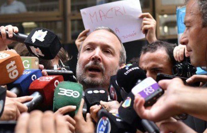 El dirigente del partido Nuevo Encuentro calificó como una locura lo que hacen Macri y sus funcionarios.