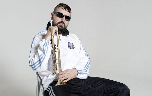 El hombre de la trompeta. Hugo Lobo dijo que con su club busca acercar la cumbia a todo tipo de público.