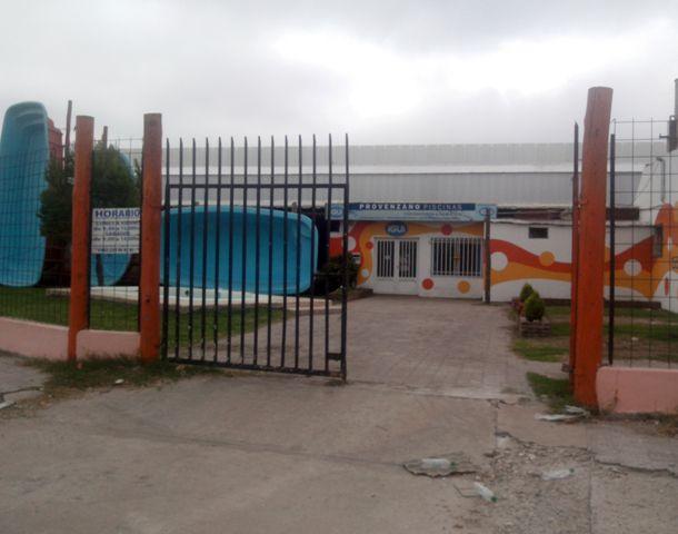 El robo sucedió esta mañana en una empresa de venta de piletas de Perón al 7300. (Foto: S. Suárez Meccia)