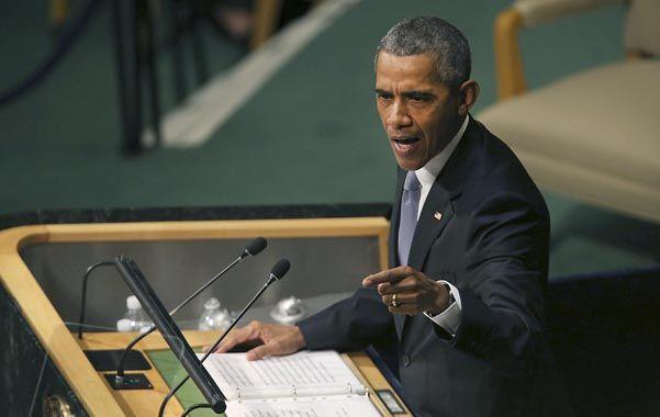 Gesto. Obama en el atril de la ONU. Debemos ser suficientemente fuertes para admitir que el embargo no funcionó.