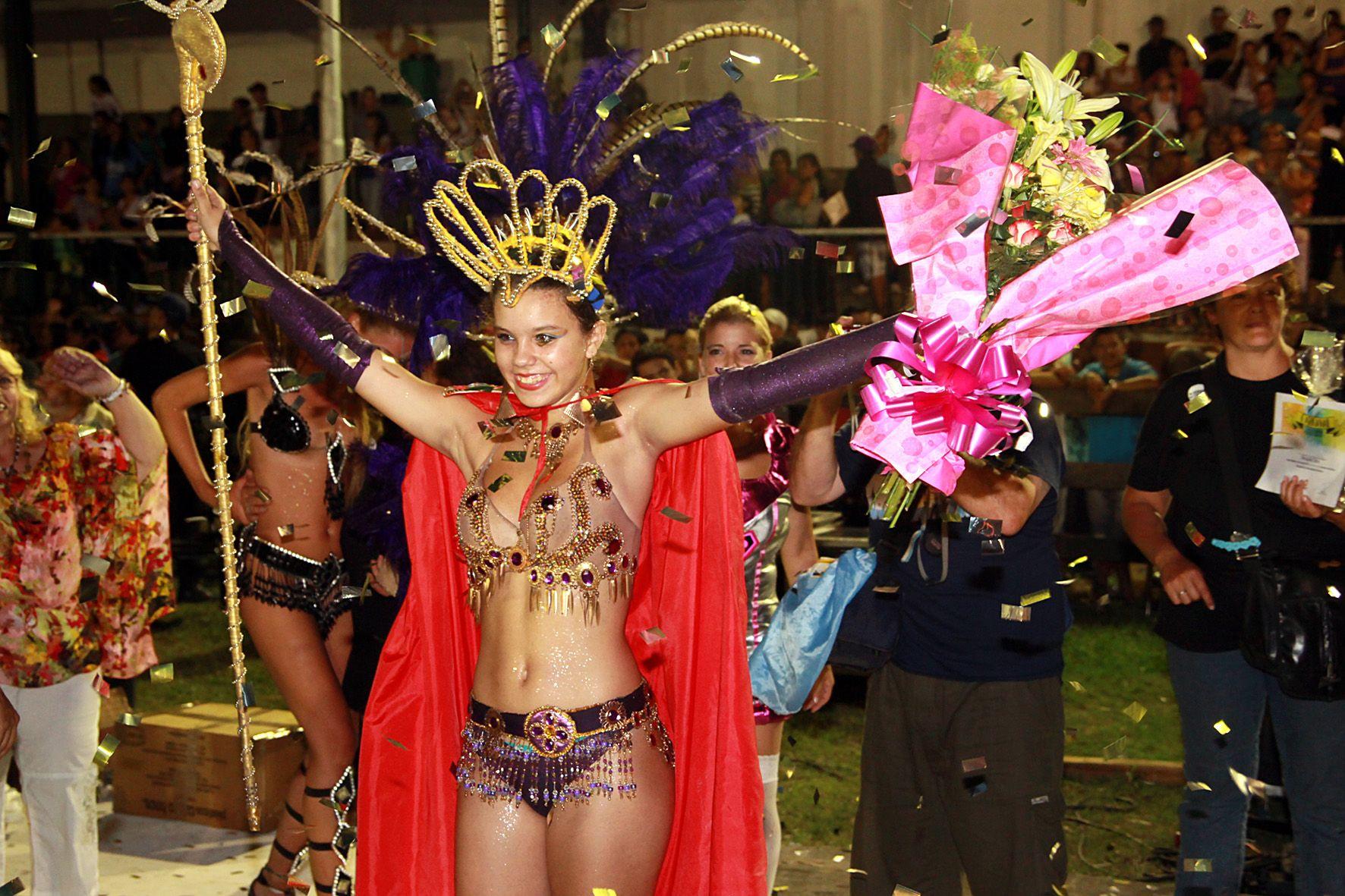 Con la elección del rey y la reina, anoche terminó el Carnaval de nuestra ciudad