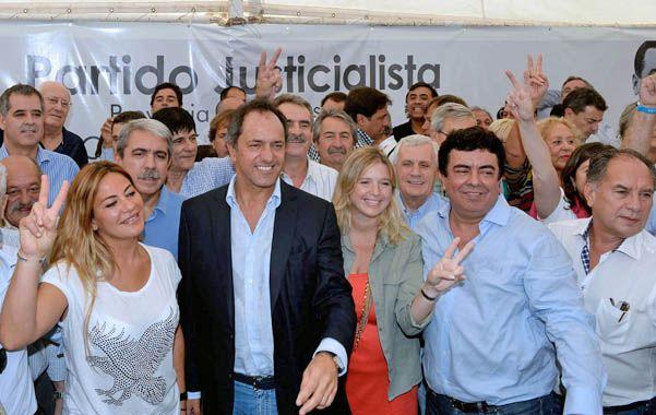 """Todos juntos. Los peronistas bonaerenses consideraron que el encuentro fue """"un relanzamiento"""" del partido."""